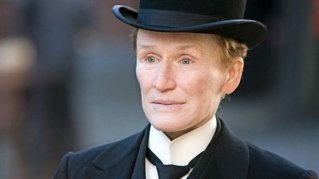 Glenn Close che interpreta Albert Nobbs